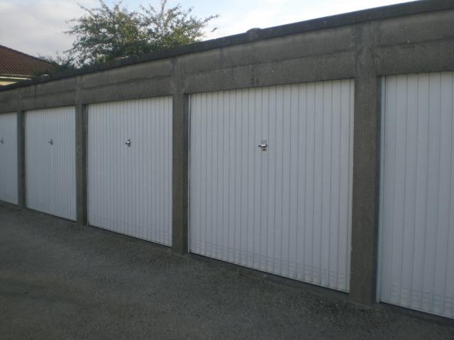 Batterie de 43 garages / box