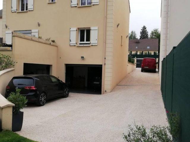 parking fermé particulier sérieux